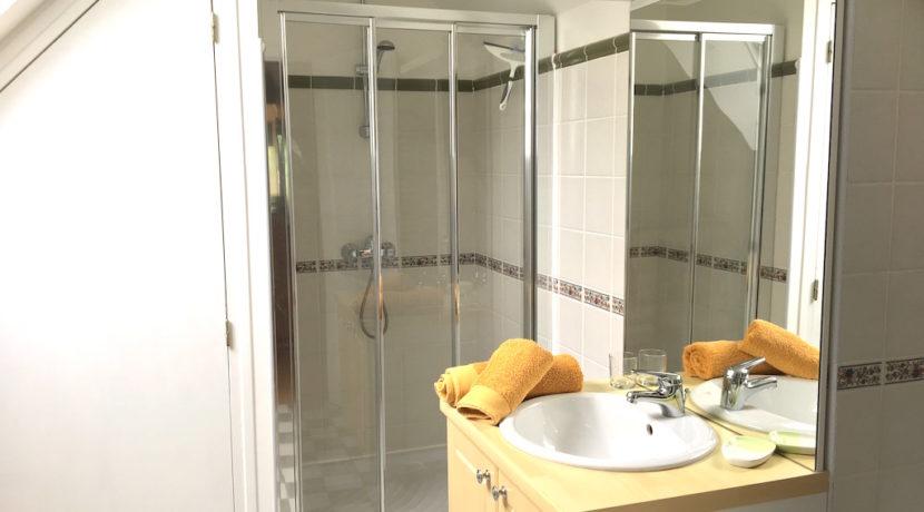 la-villa-pleurtuit-ensuite-bathroom-dinard-brittany