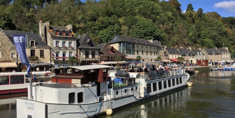 The stunning Dinan Port 15 min walking distance along the tow path from the apartment