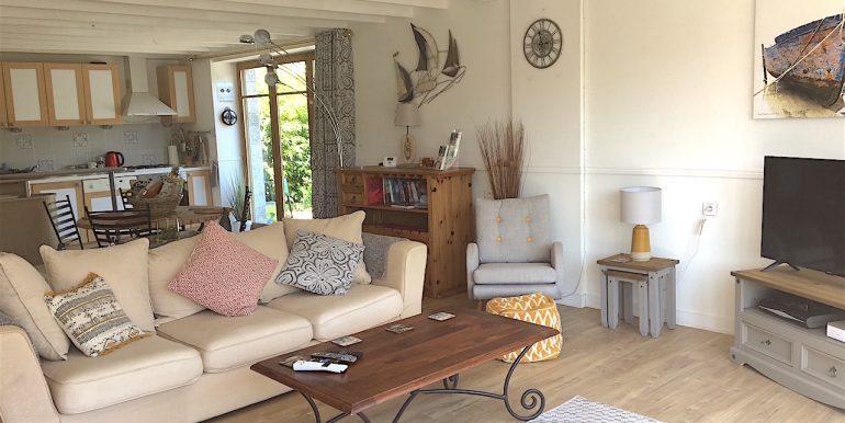 Open-plan kitchen:sitting room
